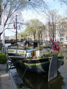 13.4 Houseboat